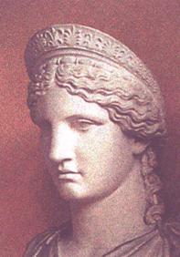 Hera, Mitolojide Zeus'un karısı olup kadında aşkı, güzelliği, cesareti ve doğurganlığı temsil eder...